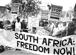 Protestors outside the South African Embassy in London in August 1990.   [Anti-Apartheid Movement/Bodleian Library]