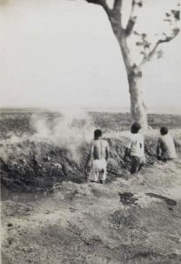 One of two photos published by de Volkskrant in July 2012. The image appears to show three Indonesians standing in a mass grave before being executed by Dutch soldiers.