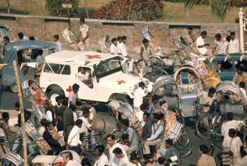 Bangladesh. Conflit indo-pakistanais. Dacca. Foule rassemblée le jour du retour du Sheik Mujibur Rahman. Public 1972 © CICR / s.n.