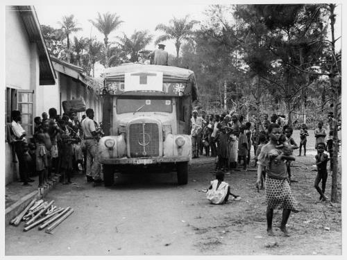 Nigeria. Biafra conflict. M'Baise province (team 16). Arrival of relief supplies.  Public 1969 © CICR / WITH, R.