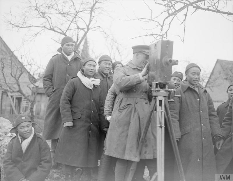 Second-Lieutenant Frank Bassill, British official cameraman, with a Moy & Bastie camera and members of the Chinese Labour Corps (IWM Q 10260).