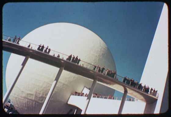 An oblique view of the Helicline, the curved walkway that led to the Perisphere. (Photo: Library of Congress).