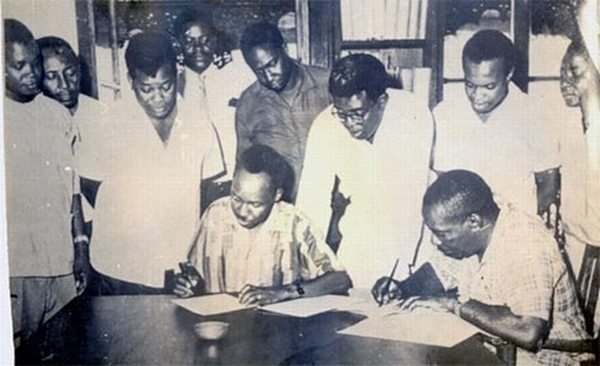 Presidents Nyerere and Karume sign the Act of Union between Tanganyika and Zanzibar, April 1964, courtesy of Zanzinet.